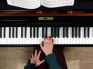 آموزش روشمند پیانو و تئوری موسیقی توسط خانم